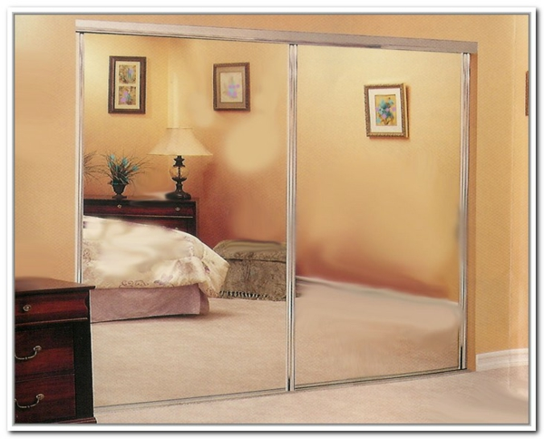 rétro-chambre-à-coucher-et-armoire-en-mirroir