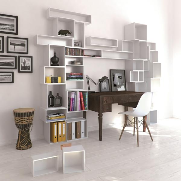 rangement-modulable-étagères-blanches-modulables-et-un-bureau-marron-en-bois