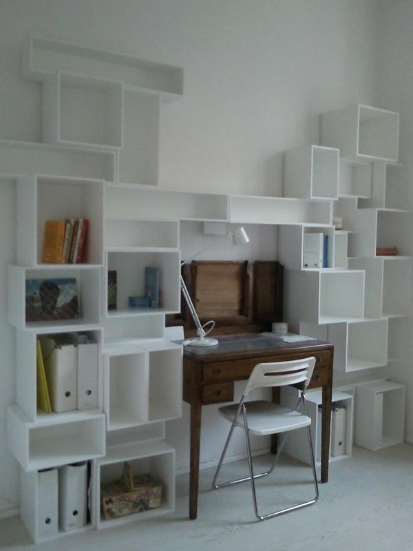 rangement-modulable-casiers-muraux-blancs