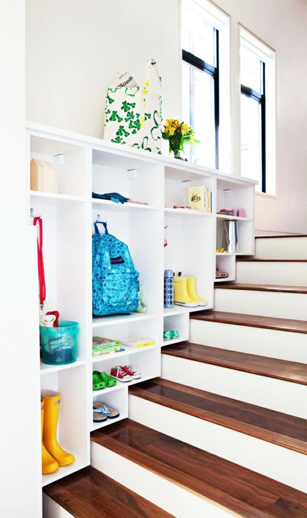 rangement-modulable-sur-mesure-rangement-au-dessus-d'un-escalier