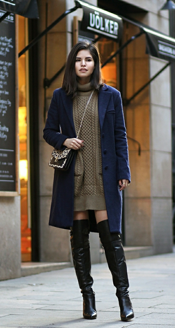 robe-pull-beige-un-manteau-bleu
