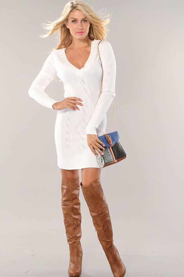 robe-pull-blanche-et-bottes-marrons