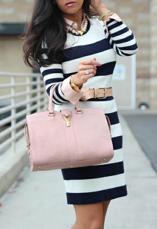 robe-pull-rayée-en-noir-et-blanc