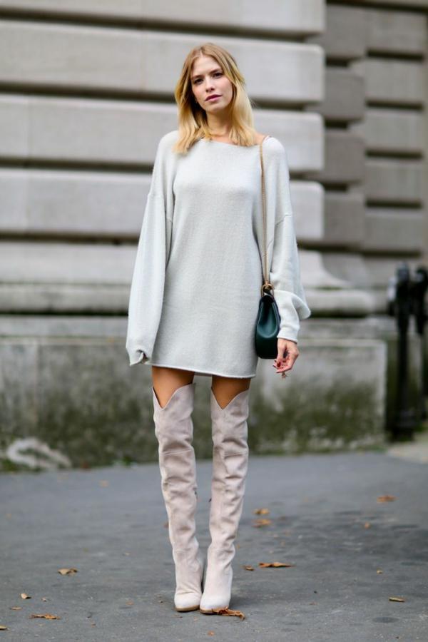 robe-pull-une-robe-lisse-et-fine-et-bottes-longues