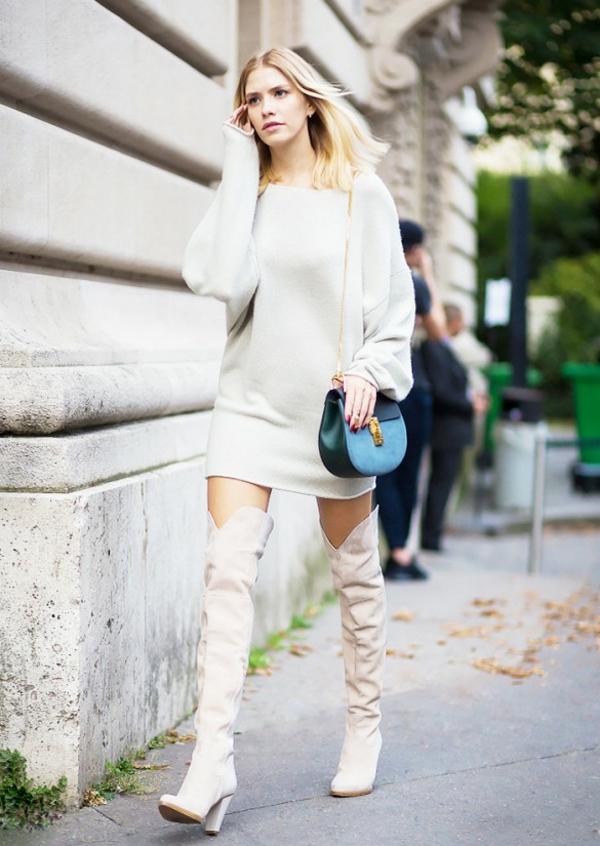 robe-pull-une-robe-pull-blanche-et-de-hauttes-bottes