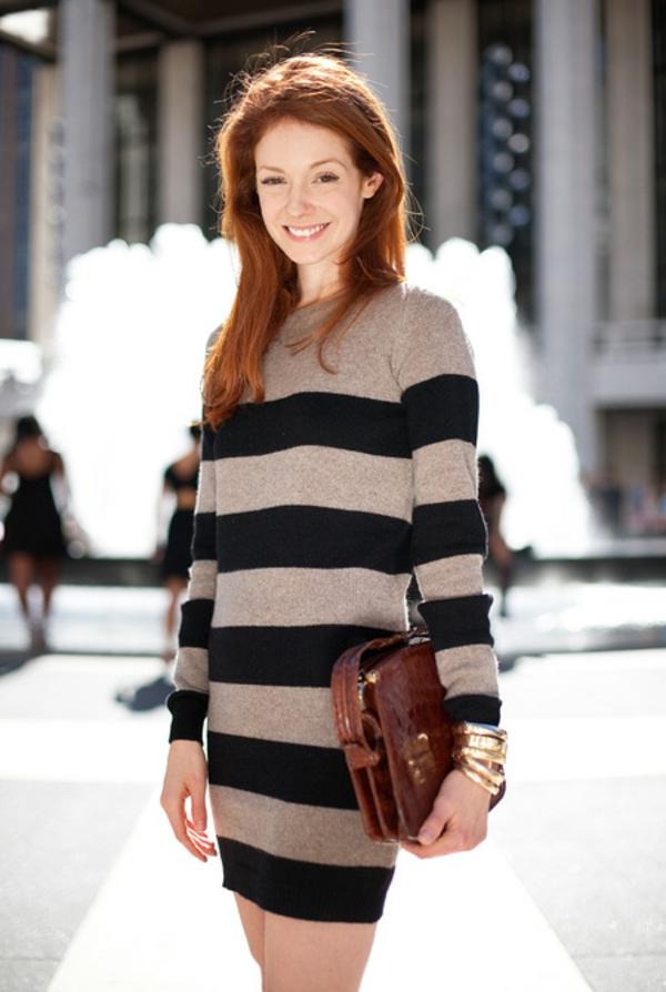 robe-pull-une-robe-tricotée-en-beige-et-noir