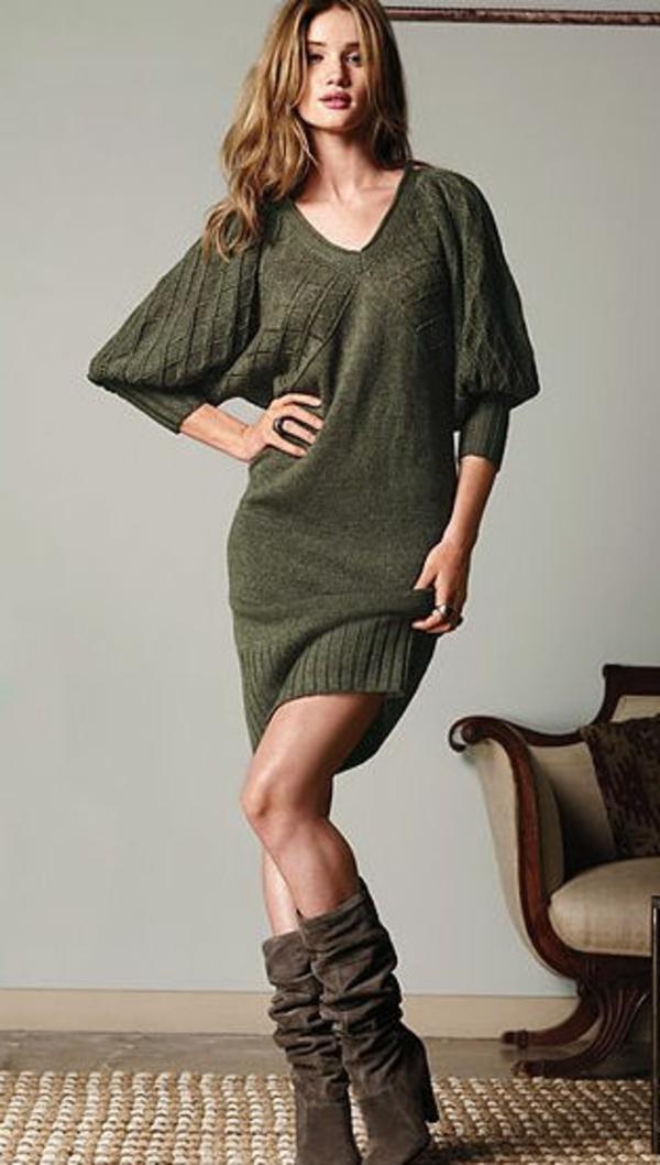 robe-pull-verte-un-décolleté-triangle