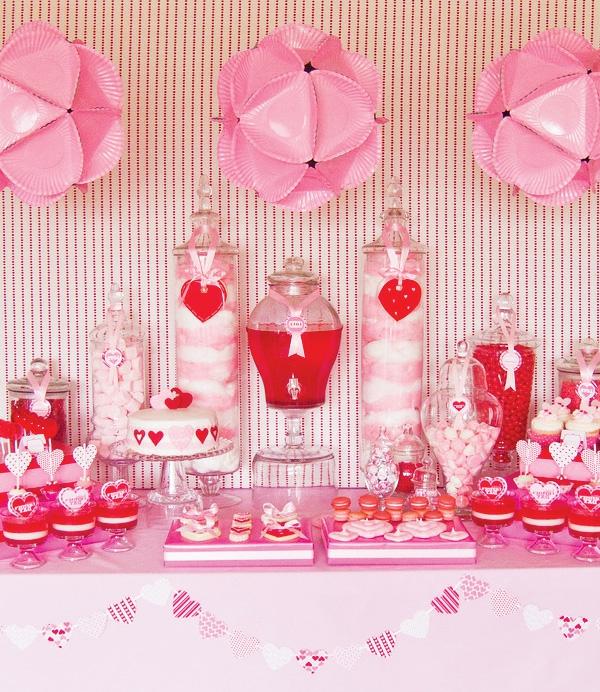 sat-valentin-avec-en-rose-pour-votre-table-unique