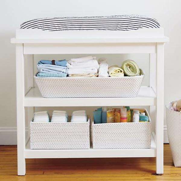 une table langer pour le b b. Black Bedroom Furniture Sets. Home Design Ideas