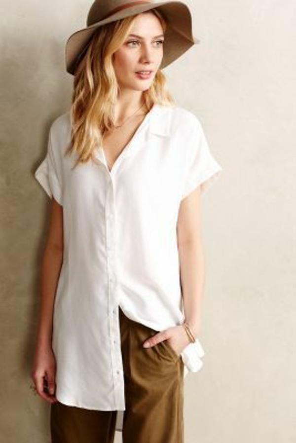simple-design-pour-chaque-jour-avec-une-chemise-blanche-longue