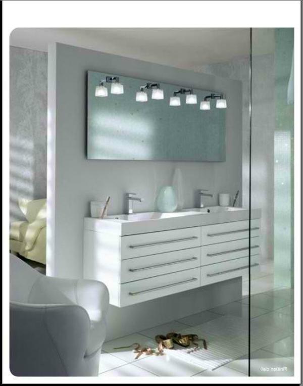 super-moderne-salle-de-bain-vitrée-avec-un-armoir-blanc