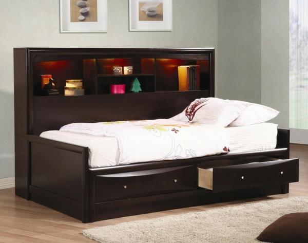 tête-de-lit-avec-rangement-étagères-étonnantes