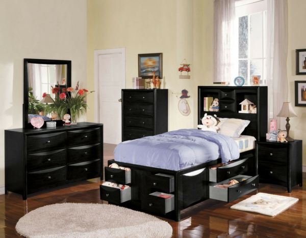 tête-de-lit-avec-rangement-dans-une-salle-d'enfant