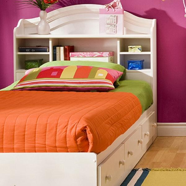 tête-de-lit-avec-rangement-design-coquet-en-blanc