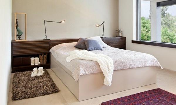 tête-de-lit-avec-rangement-et-un-petit-rangement