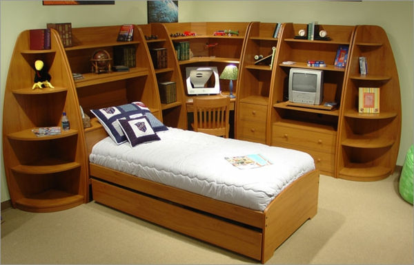 tête de lit avec rangement, un lit avec espace de rangement