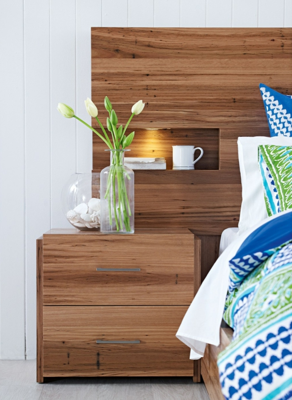 tête-de-lit-avec-rangement-une-petite-niche-de-rangement