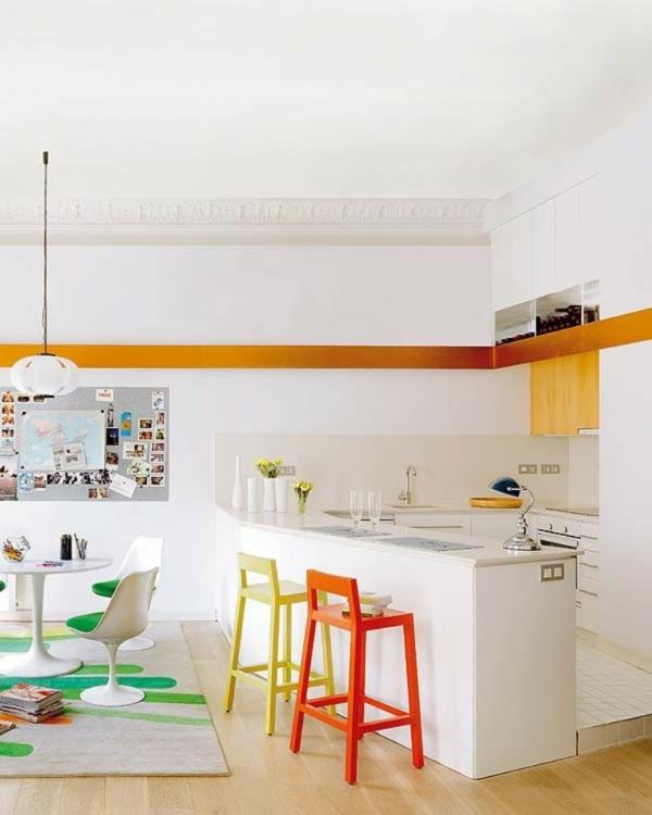 tabouret-de-bar-coloré-design-de-cuisine-moderne