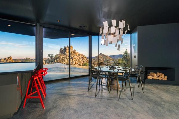 tabouret-de-bar-coloré-maison-moderne-intérieur-noir-dramatique