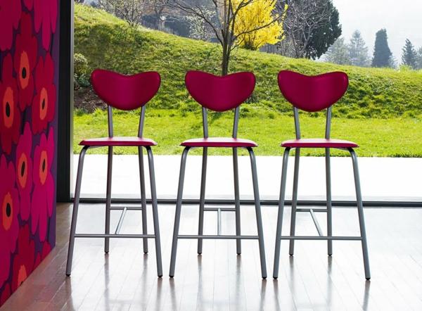 tabouret-de-bar-coloré-trois-tabourets-rouges