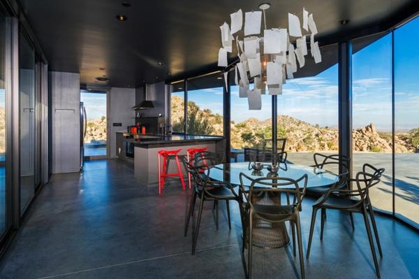tabouret-de-bar-coloré-une-maison-moderne-excentrique