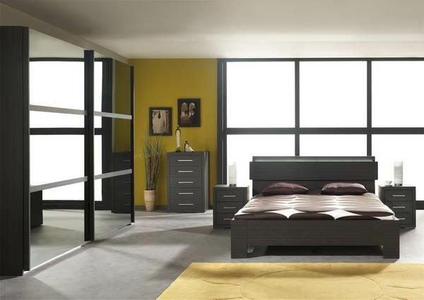 tapis-unique-chambre-à-coucher-un-armoire-en-jaune
