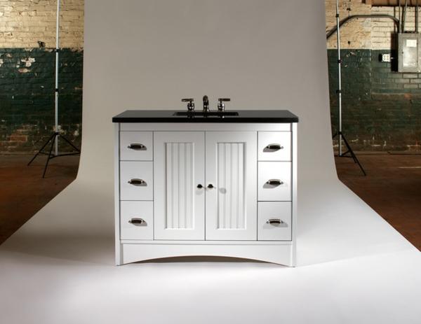 traditionel-meuble-sous-evier-en-blanc-avec-des-armoires