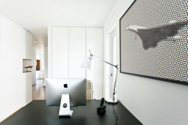 un-bureau-dans-l'appartement-artistique-d'un-ingéneur-qui-a-choisie-design-en-noir