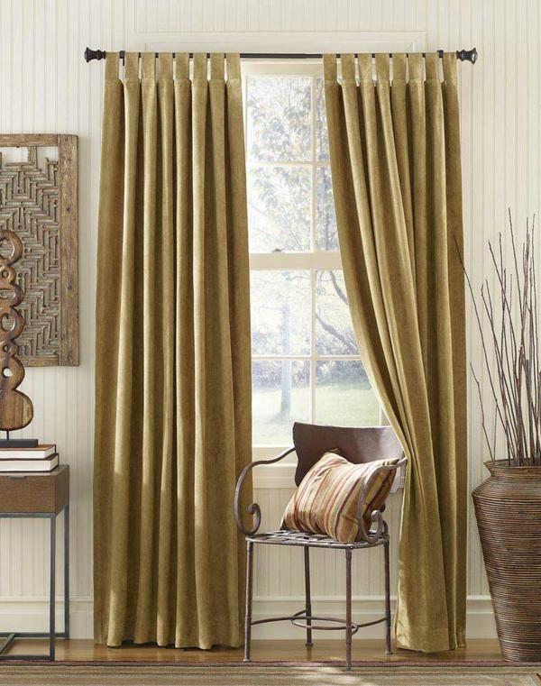 unique-ambiance-pour-une-maison-élégante-avec-des-rideaux-verts-et-décoration-en-beige-du-luxe