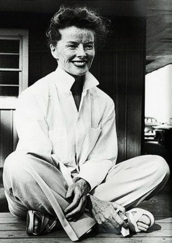 unique-classique-avec-une-chemise-blanche-femme-