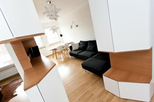 unique-design-chaleureux-et-minimaliste-avec-bois-en-couleur-naturel-et-ameublement-blanc-élégant