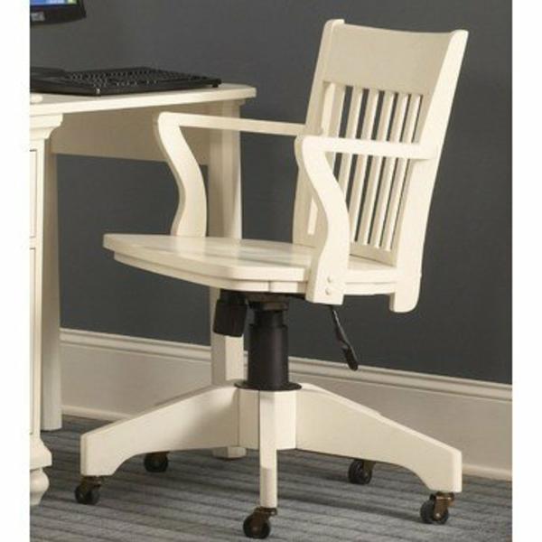 unique-design-du-chais-en-bois-blanc-peintée
