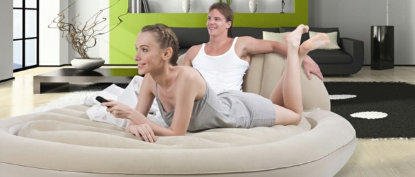 unique-forme-pour-le-matlas-de-la-maison-pour-des-couple-qui-peut-e^tre-utiliser-comme-canape-dans-le-salon-et-pour-litèen-meme-