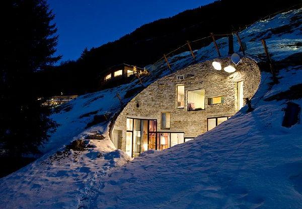 unique-maison-dans-un-colline