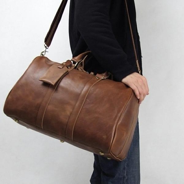 unique-sac-de-voyage-pour-homme-en-brun-claire-pour-un-cofrot-et-style-dans-les-weekend