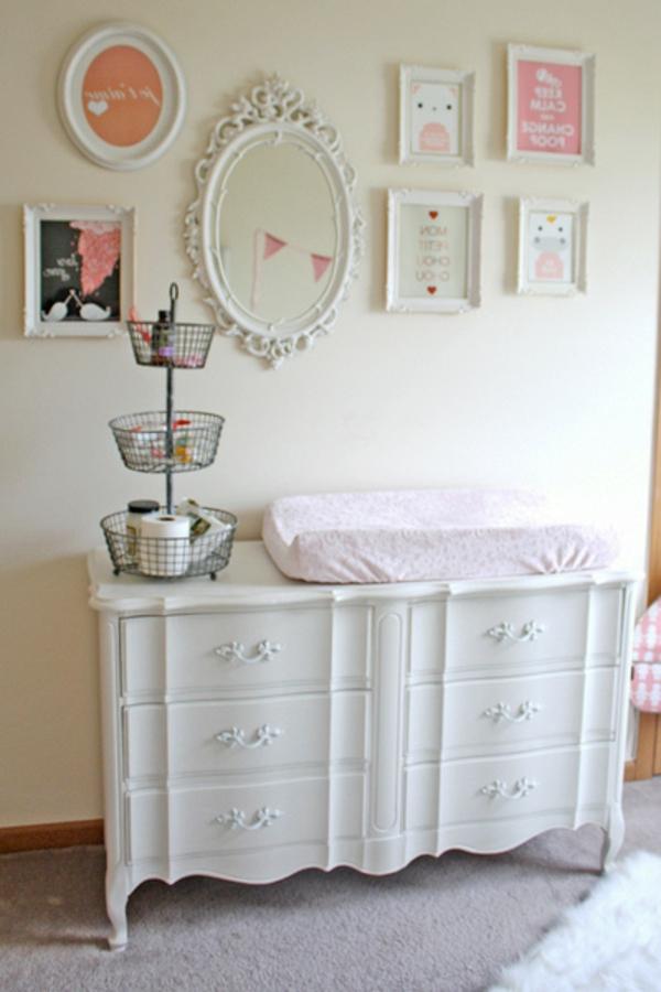 unique-vintage-style-rétro-chic-pour-une-jolie-décoration-avec-des-photos-et-cadre-de-miroir