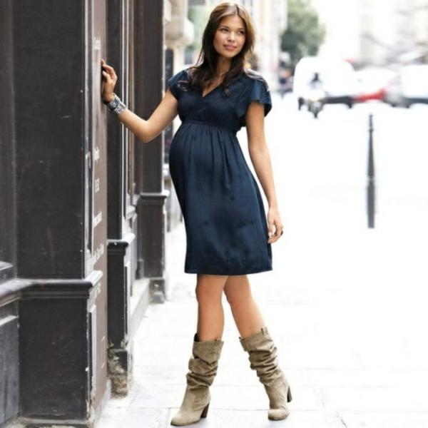 vêtement-de-grossesse-une-robe-bleu