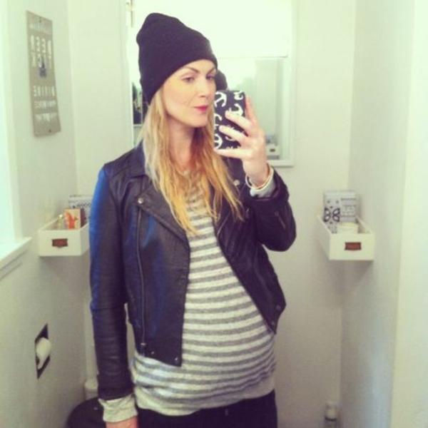 vêtement-grossesse-une-chandail-et-une-veste-de-cuir
