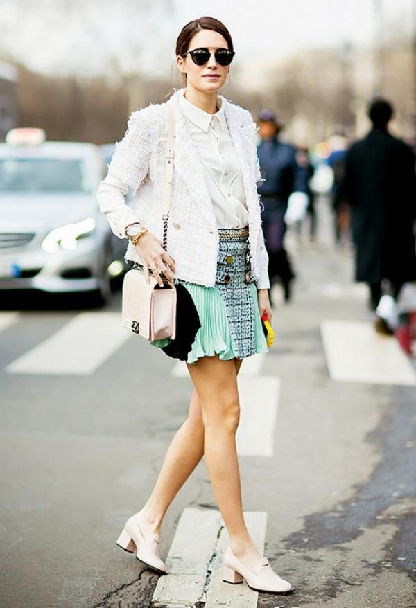 veste-en-tweed-blanche-et-une-jupe-écossaise