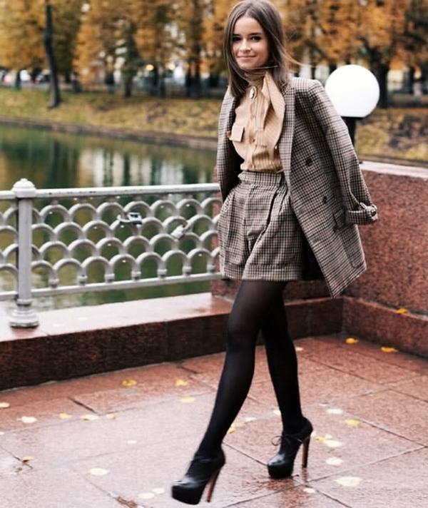 veste-en-tweed-classique-et-un-pantalon-en-tweed