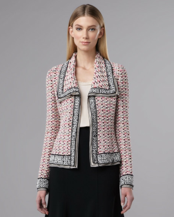 veste-en-tweed-en-rose-et-une-jupe-noire