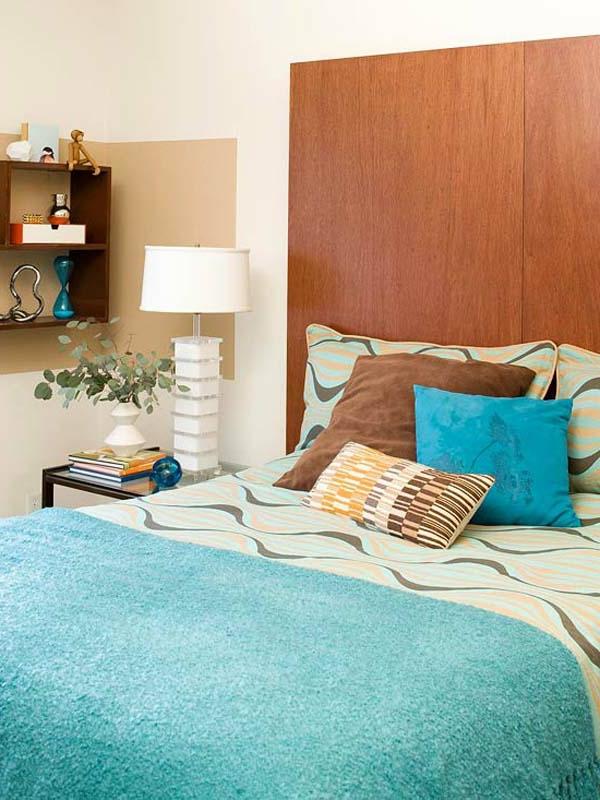 DIY-tete-de-lit-en-bleu-et-armoire-étagère