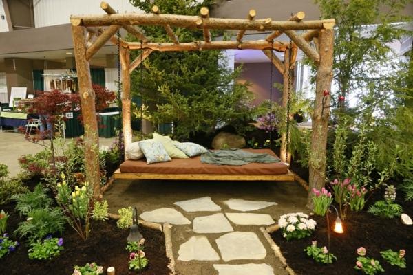 balancelle-de-jardin-une-allée-en-pierre-dans-le-jardin
