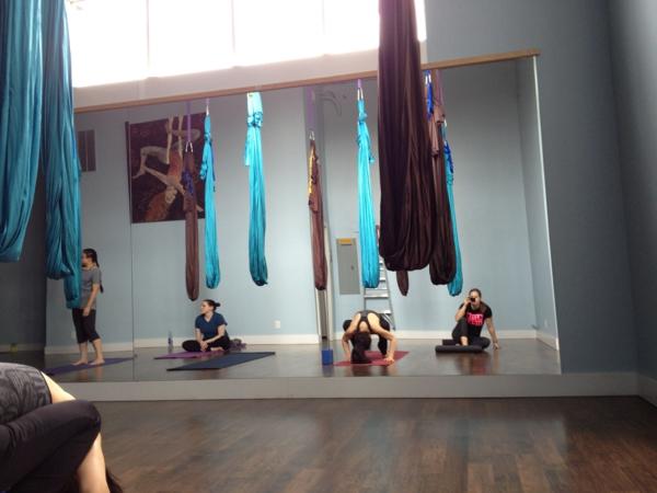 aérel-yoga-swing-pour-un-design-de-fitnes-moderne-et-idée-nouvel