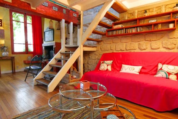 appartement-atypique-à-Paris-mur-en-pierre-et-escalier-loft