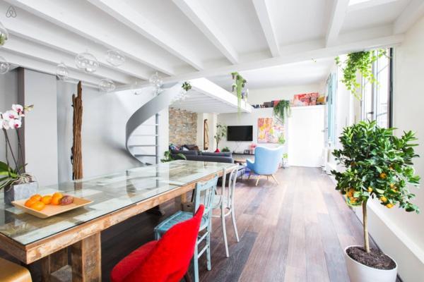 appartement-atypique-à-Paris-plafond-et-murs-blancs