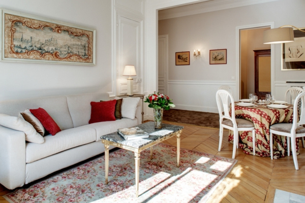 appartement-atypique-à-Paris-un-salon-coloré-accueillant