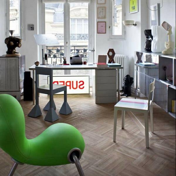 appartement-atypique-à-Paris-une-chaise-verte