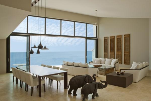 baie-vitrée-coulissante-intérieur-élégant-donnant-sur-la-mer