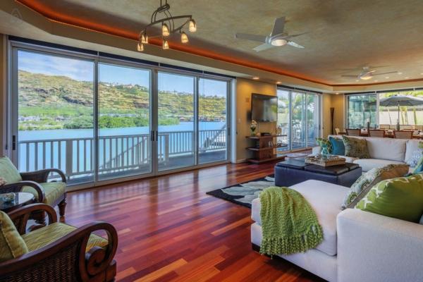 baie-vitrée-coulissante-intérieur-spacieux-élégant